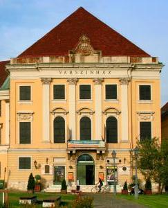Burgtheater_Budapest_Varszinhaz_2009_august.jpg